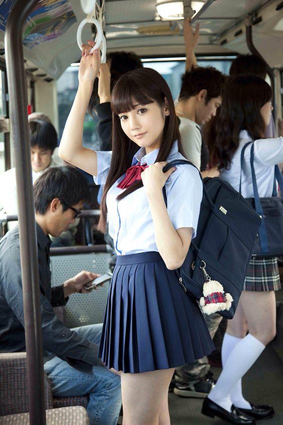 Японские школьники в юбках