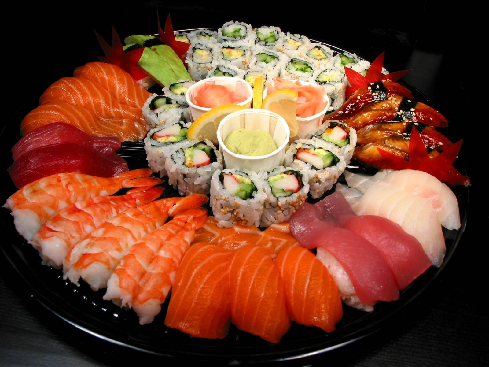 Фото суши роллы и пиво - 148e